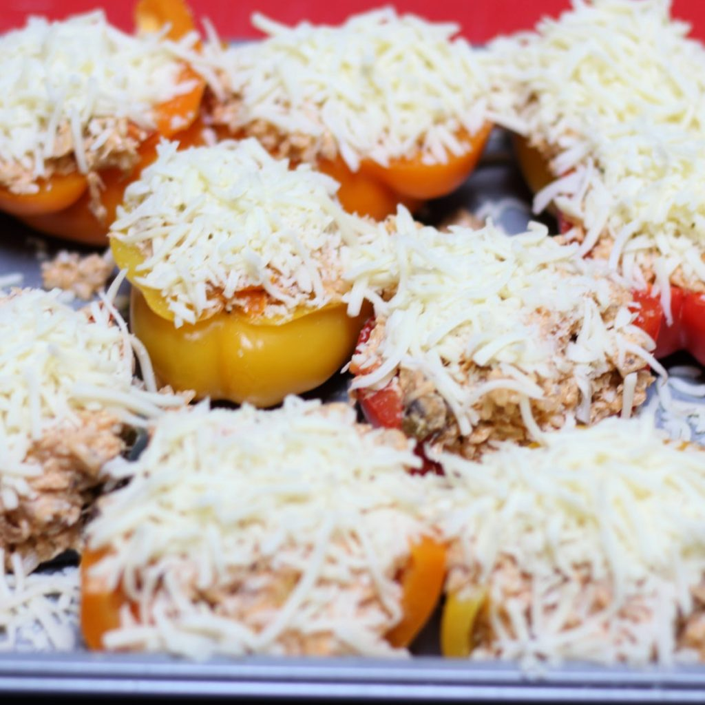 buffalo chicken stuffed peppers with mozzarella