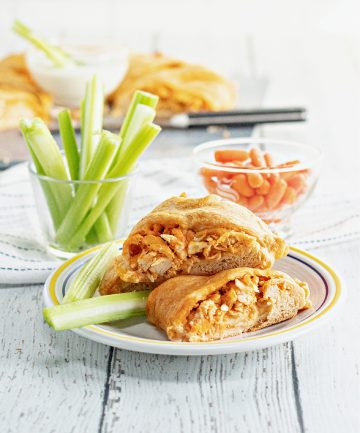 buffalo chicken ring on plate